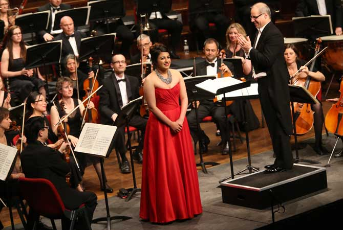 Amina Edris, in the 2013 finals, being applauded by the ladies and gentlemen of the NSSO and Maestro Steven Hillinger